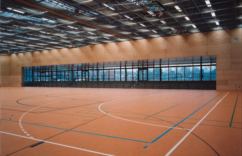 Halle mit Blick zum Sportplatz / Schul- und Sportzentrum Timmendorf Strand