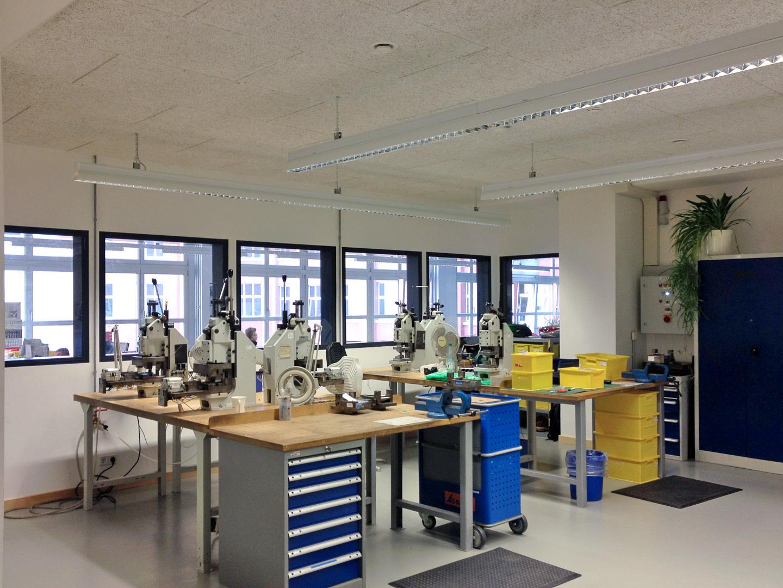 Maschinenraum für Schneidlaser von innen / ic! Brillenproduktion Berlin