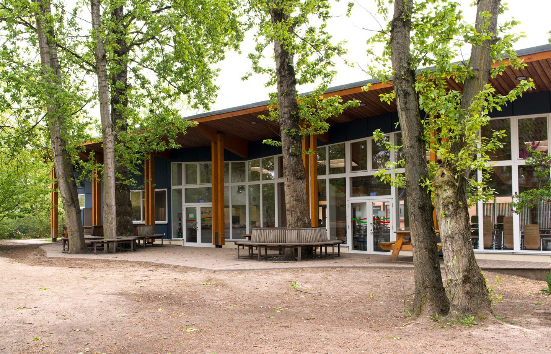 Mehrzwecksaal mit Terrasse / Waldorfschule im märkischen Viertel